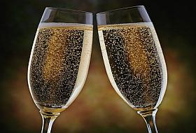...toast pentru tine, multi ani fericiti !