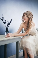 Taylor-Swift-taylor-swift-27822639-600-900